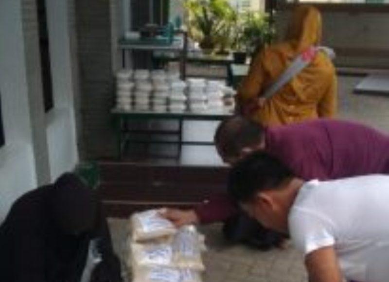 Komunitas Grup WA Lintas Warga Kembali Lakukan Jumat Berbagi 1 Kg Beras ke Sejumlah Masjid