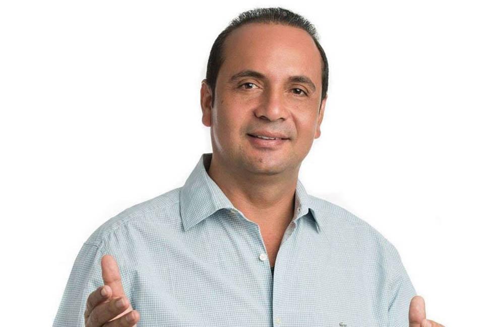 hoyennoticia.com, Alcalde de Becerril se hirió al disparársele un arma de fuego
