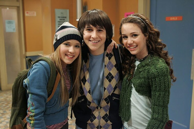 Miley-Cyrus-has-a-whole-plan-to-bring-back-Hannah-Montana
