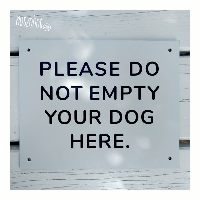 Hondenpoep, onze grootste ergernis. Grappig bord met duidelijke boodschap.