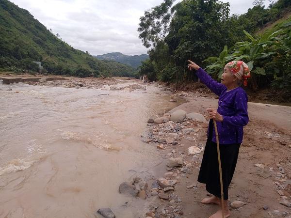 Cụ bà 83 tuổi cứu cả làng thoát chết trong mưa lũ ở Sơn La, để chậm vài phút là mất mạng
