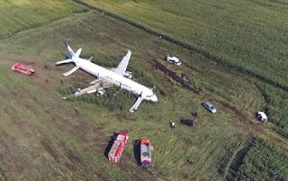 Avião faz pouso de emergência