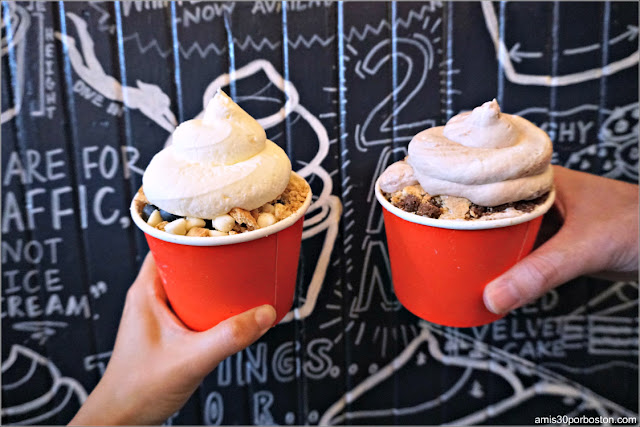 Sundaes de The Scoop N Scootery en Arlington