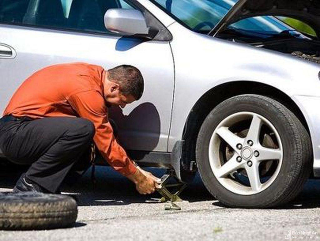 Mẹo giúp ô tô tránh nổ lốp mùa nắng nóng, mọi tài xế nên để ý