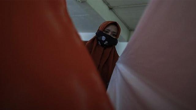 Makin Aneh, Kini Warga Diminta Pakai Masker di Dalam Rumah dan Saat Berhubungan Badan