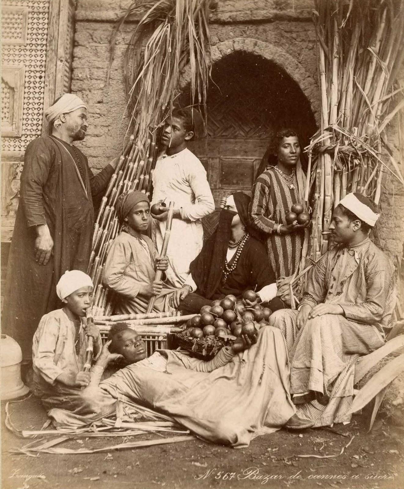 Los vendedores en un bazar.