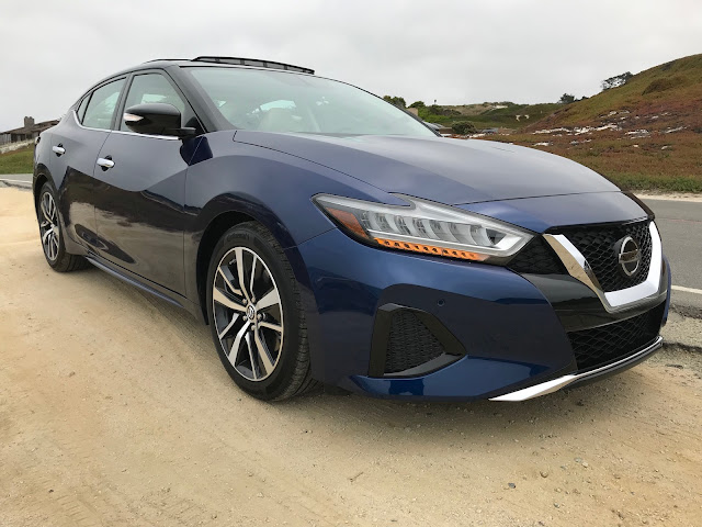 Front 3/4 view of 2019 Nissan Maxima SL