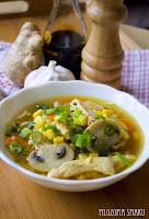 (Ostro-kwaśna zupa z kurczakiem