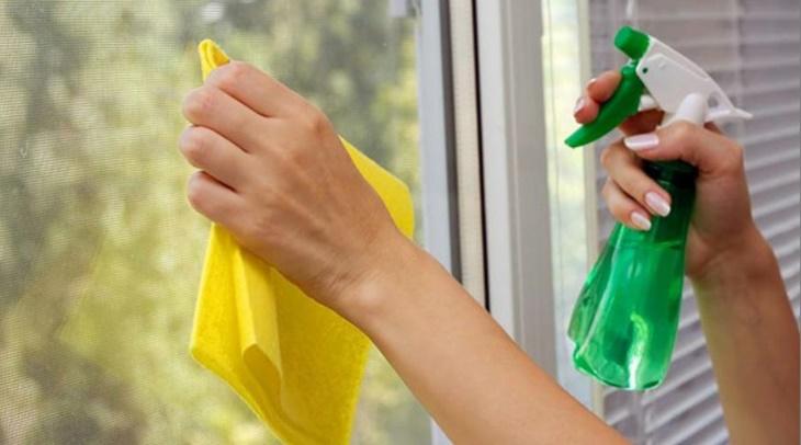 prirodno-čišćenje_stakla-uradi_sam-praktično-savjeti-domaćinstvo