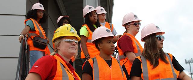 Helm Proyek Warna Pink Dan Artinya