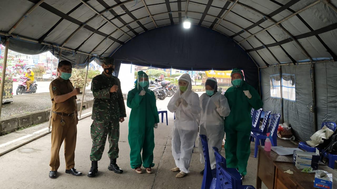 Personel Kodim 0410/KBL bersiaga di Pos Pengamanan Terpadu Covid-19 yang ada di pintu perbatasan Kota Bandar Lampung
