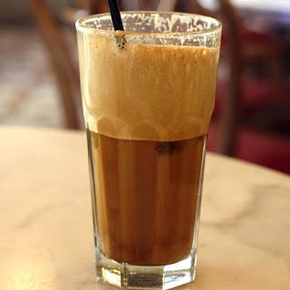 кофе рецепты, фраппе, кофе, кофе холодный кофе-фраппе, напитки, напитки охлажденные, кофе охлажденный, кофе освежающий,