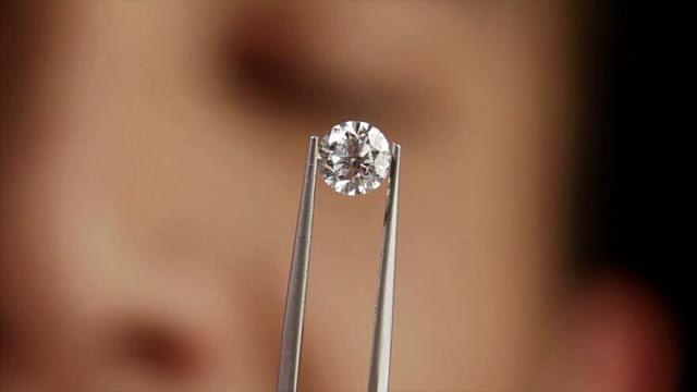 Científicos teletransportan información al interior de diamantes