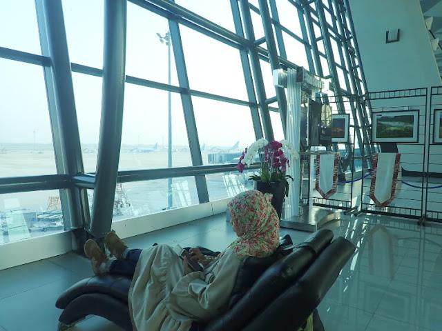 suasana terminal 3 soeta, pesawat air asia ke malaysia
