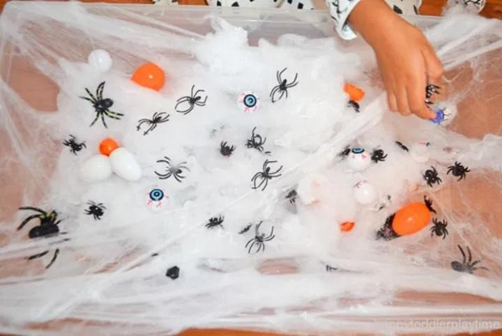 spider web sensory bin for halloween