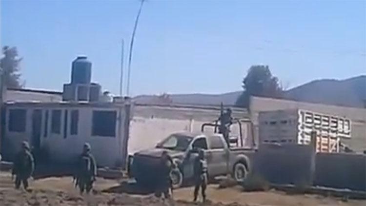 (VIDEO) HUACHICOLEROS ATACAN AL EJERCITO EN PUEBLA Y MUEREN 4 MILITARES Y 6 CIVILES