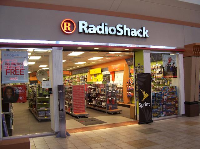 Câmeras fotográficas e filmadoras na BrandSmart e Radioshack em Miami