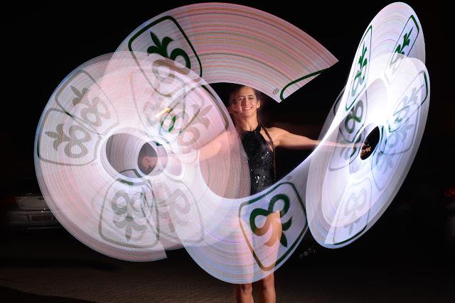 Performance Pixel Poi Malabares com luzes e logo para evento lançamento de produto da Pioneer, Café de la Musique Palmas TO.
