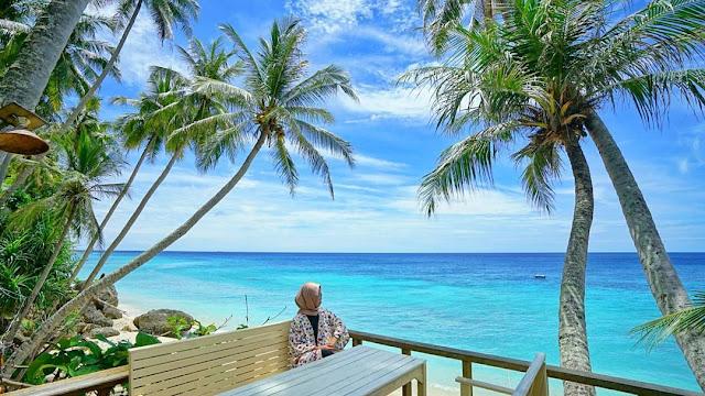 Pantai Sumurtiga