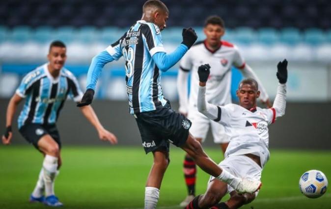 Vitória volta a perder para o Grêmio e se despede da Copa do Brasil