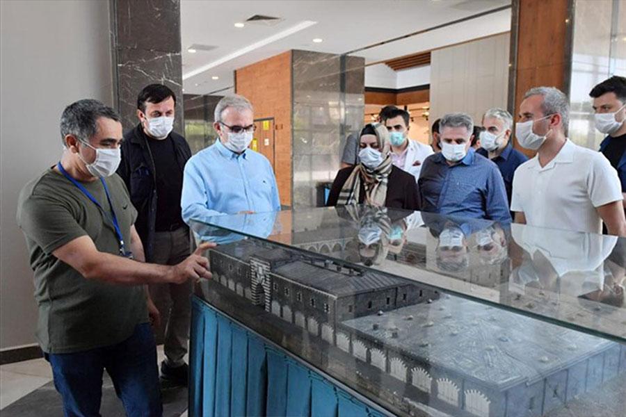 Diyarbakır Valisi Münir Karaloğlu, incelemelerini sürdürüyor