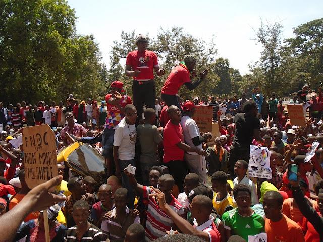 Guinée, Kindia l'appel du FNDC à manifester, une foule dans la rue