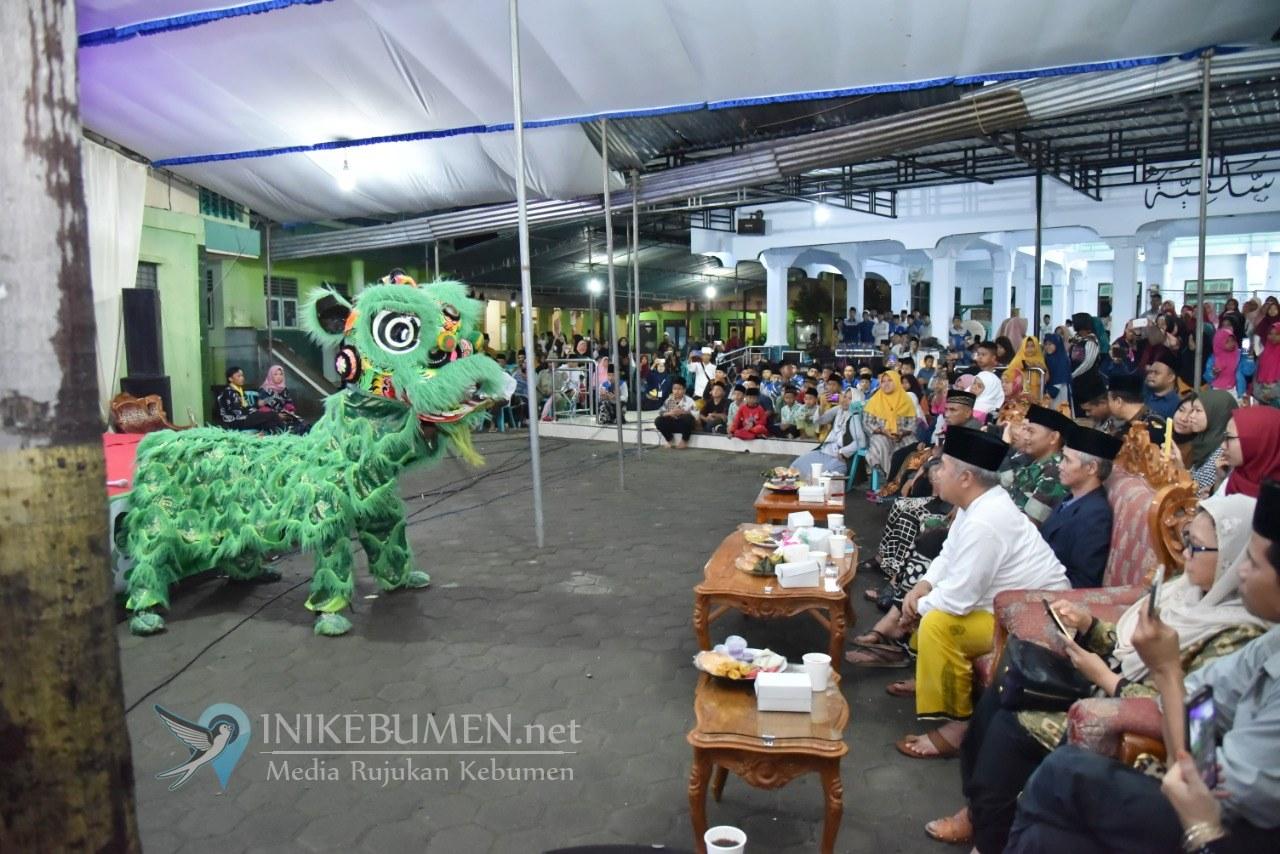 Penampilan Barongsai Meriahkan Satu Dekade Haul Gusdur di Kebumen