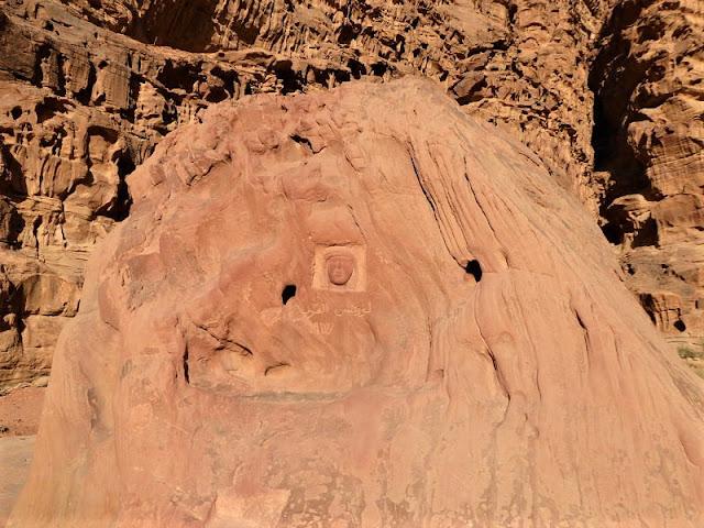 scultura testa lawrence d'arabia al wadi rum