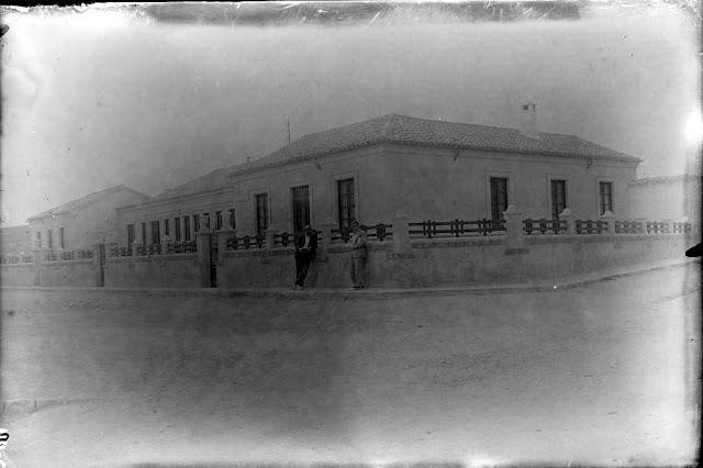 Colegio Los Almendros. Calle La Paz sobre 1920.