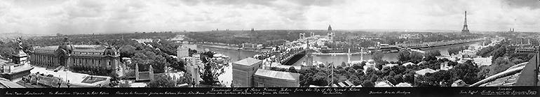 Vue panoramique de Paris depuis le toit du Grand Palais à l'occasion de l'exposition internationale des Arts décoratifs en 1925