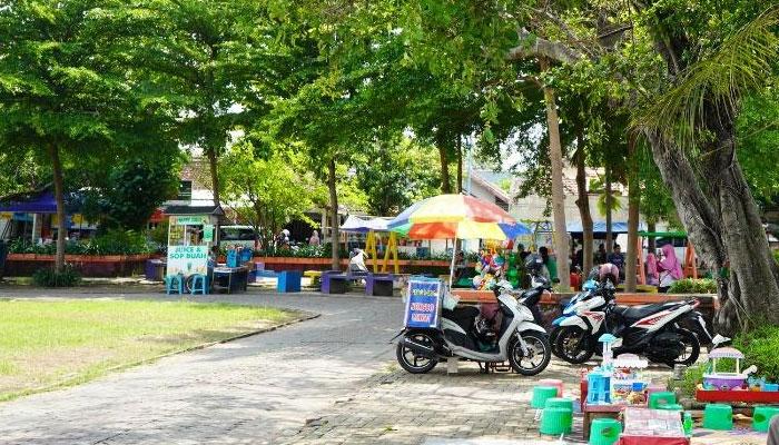 Wisata kuliner di Lapangn Gulun madiun