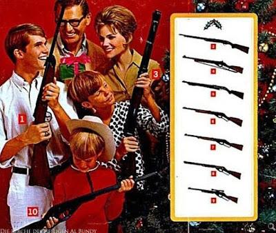 Waffennarr Familie beschenkt sich mit Gewehren lustig