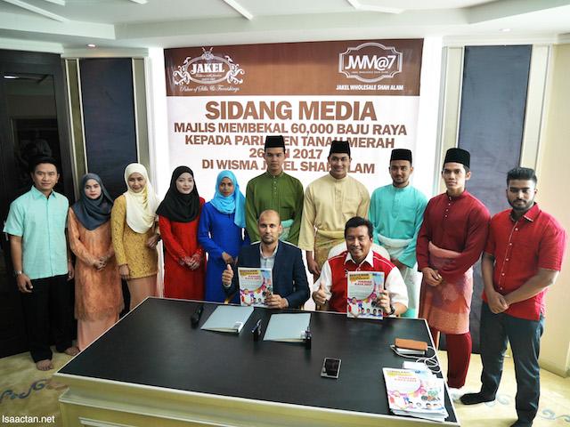 All Voters In Tanah Merah Constituency To Get 60,000 Pair of Jakel Baju Raya!