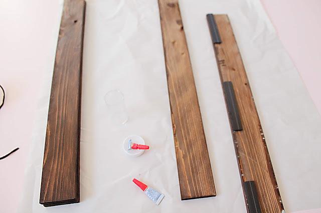 Support en bois pour affiche à faire soi-même