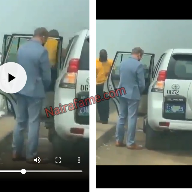 Nigerian Man Captured Oyinbo Man Who Parked To Urinate At Road Side In Lagos. VIDEO