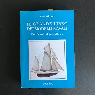 """Libro di modellismo intitolato """"il grande libro dei modelli navali"""" scritto da Orazio Curti"""