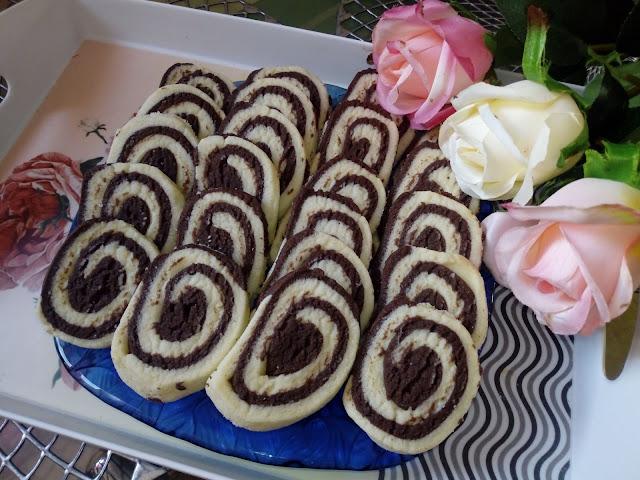 ciastka spiralki ciastka kruche ciastka maslane ciastka waniliowo czekoladowe zakrecone ciasteczka szybkie smaczne ciasteczka ciastka z czekolada
