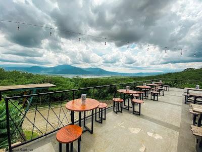 Pemandangan di Sky View Banaran Cafe