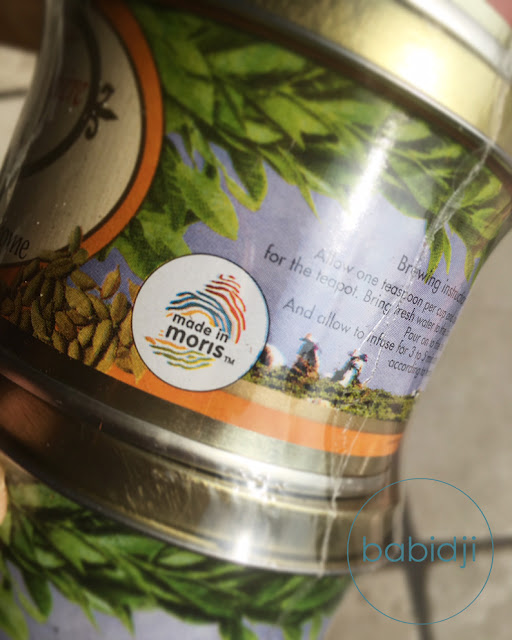 label mauricien made in moris sur une boîte de thé Corson
