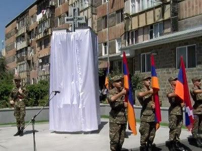 Monumento a los muertos en la guerra de abril en Metsamor