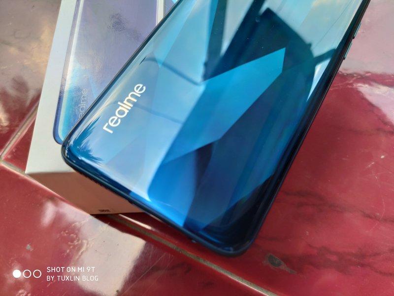 Desain Realme 5 Pro