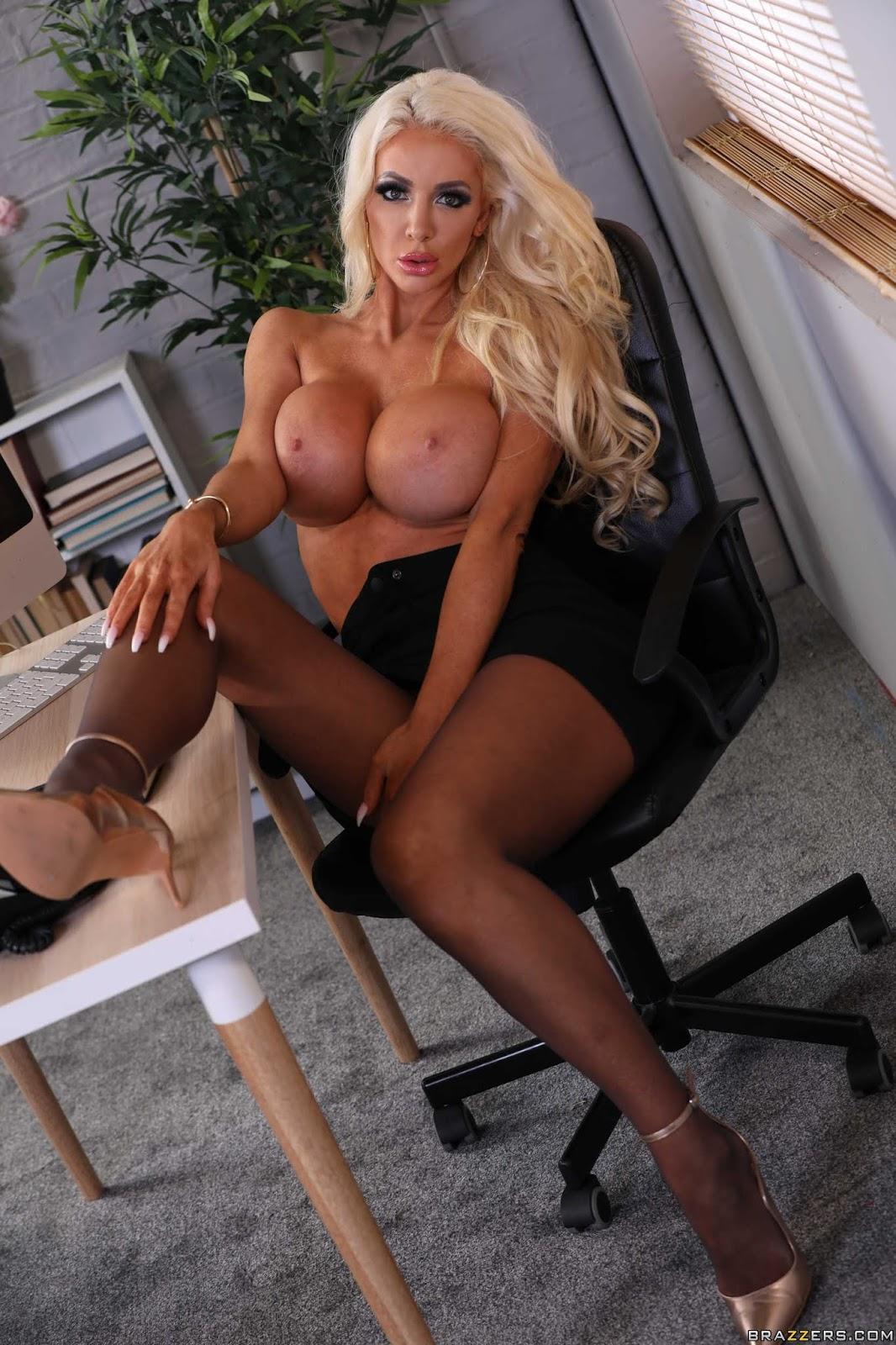 Nicolette-Shea-%3A-Massaged-On-The-Job-%23%23-BRAZZERS-n7aefv5unx.jpg