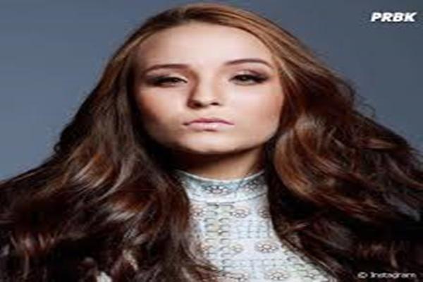 7d805592083b3 Larissa Manoela se desabafa sobre o numero dela ter vazado nas redes  sociais por o seu ex-namorado Thomas Costa então por conta disso ela decide  mudar de ...