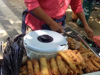 Street Food Yummy di Sepanjang Jalanan Bali