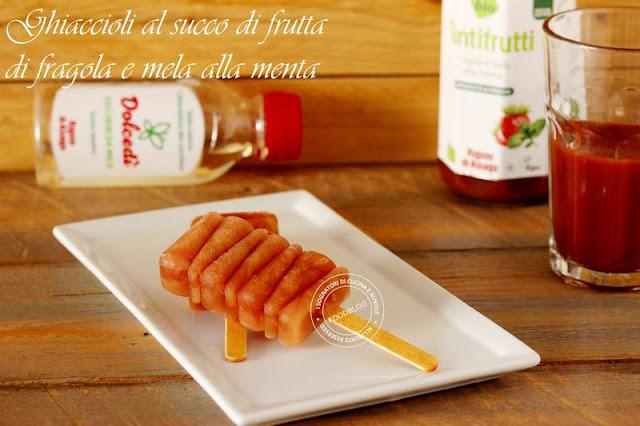 ghiaccioli_al_succo_di_frutta_di_fragola_e_mela_alla_menta