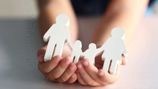 pais crianca adotada 12 salario maternidade