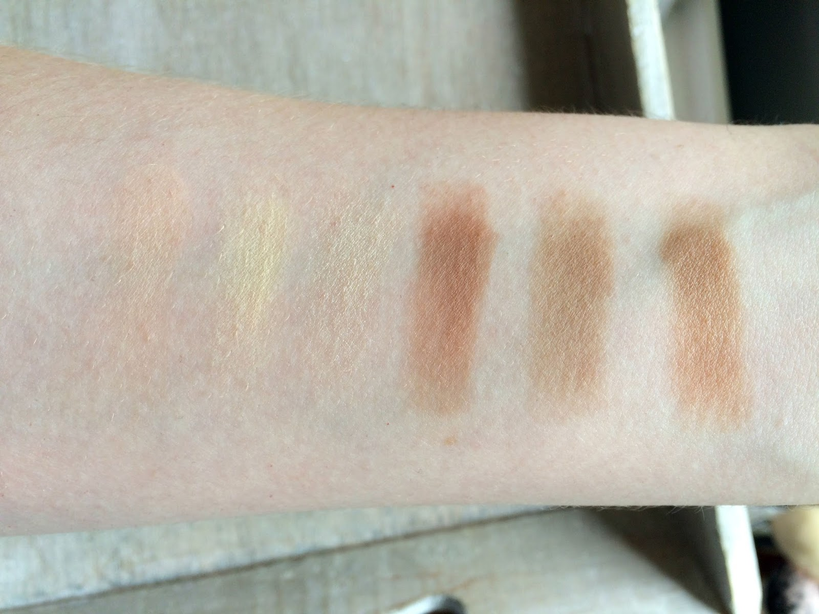 Anastasia Contour Kit Light Medium swatches