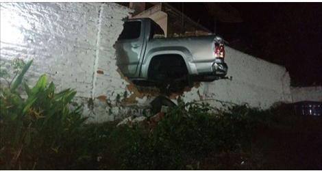 Água Branca: Caminhão fica sem freios em ladeira e por pouco não causa acidente trágico