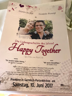Hochzeitszeitung, Sommerhochzeit in den Bergen von Garmisch-Partenkirchen, Riessersee Hotel ihr Hochzeitshotel in Bayern, Apfelgrün und Weiß, Hochzeitsplanerin Uschi Glas