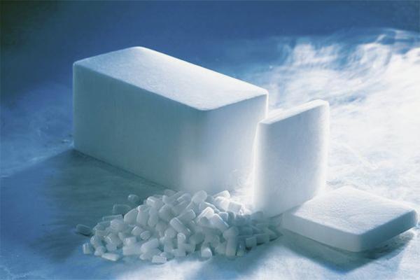 صنع الثلج الجاف